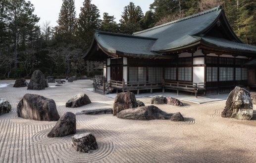 Sand rock garden chen-hu-1398385-unsplash