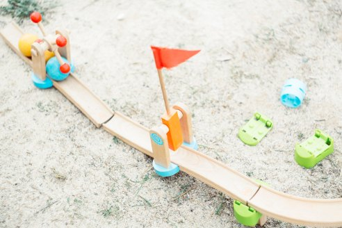 Toy Bridge markus-spiske-1388598-unsplash
